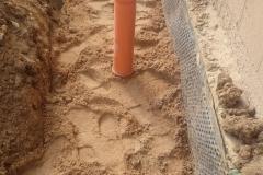 Montaż rur odprowadzających deszczówkę